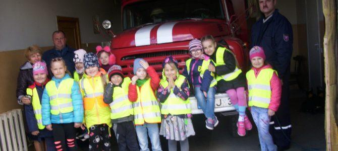 """Edukacinė pamokėlė ,,Priešmokyklinės ugdymo grupės mokiniai priešgaisrinėje tarnyboje"""""""